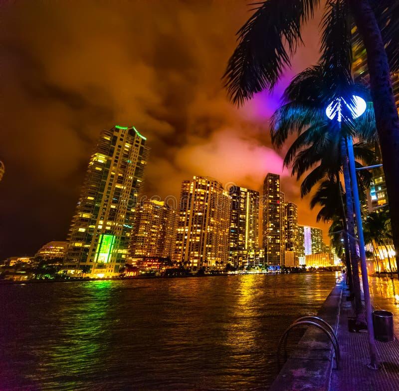 Πολύχρωμη νύχτα στο Μαϊάμι Ρίβεργουολ στοκ φωτογραφίες με δικαίωμα ελεύθερης χρήσης