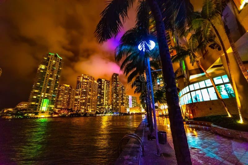 Πολύχρωμη νύχτα στο Μαϊάμι στοκ εικόνα με δικαίωμα ελεύθερης χρήσης