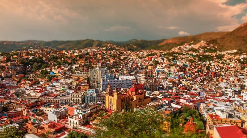 Πολύχρωμο τοπίο της μεξικανικής πόλης Guanajuato Μεξικό στοκ εικόνες με δικαίωμα ελεύθερης χρήσης