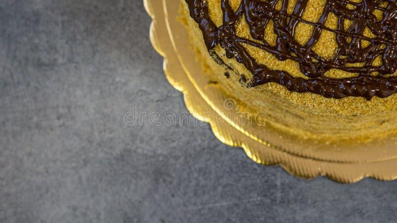 Πολύ νόστιμο καλυμμένο σοκολάτα κέικ σφουγγαριών, κέικ τετάρτου στοκ φωτογραφίες