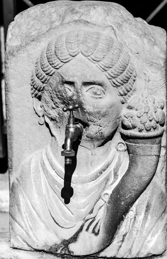 Πομπηία αρχαία ρωμαϊκή πηγή στην οδό στοκ εικόνα με δικαίωμα ελεύθερης χρήσης