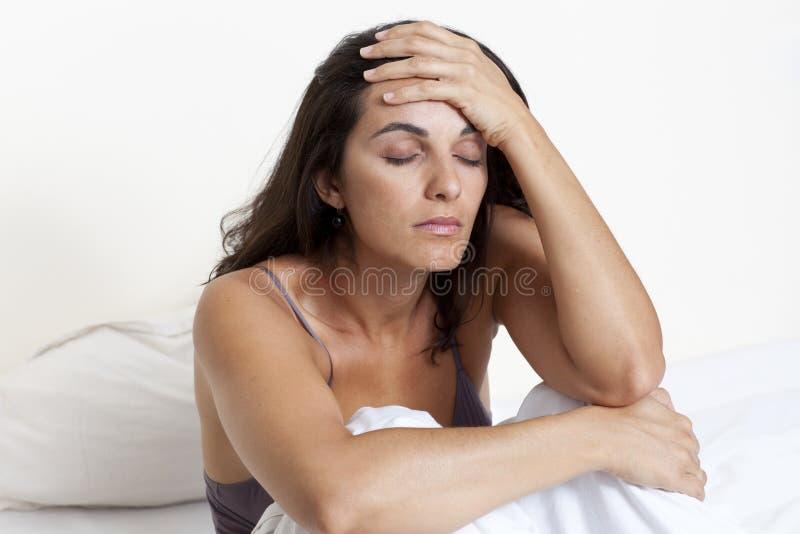 πονοκέφαλος που υφίσταται τη γυναίκα στοκ εικόνες με δικαίωμα ελεύθερης χρήσης