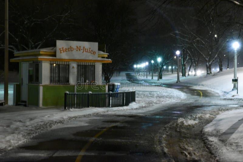 Πορεία μέσω του χιονιού στοκ εικόνα με δικαίωμα ελεύθερης χρήσης