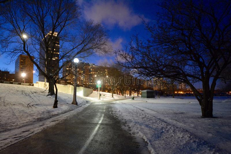 Πορεία χειμερινής νύχτας στοκ φωτογραφία με δικαίωμα ελεύθερης χρήσης