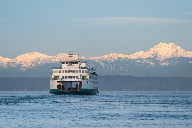 Πορθμείο πολιτεία της Washington και ολυμπιακά βουνά στοκ εικόνα