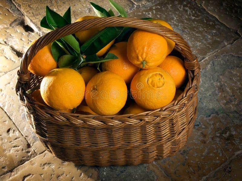 πορτοκάλια καλαθιών στοκ εικόνα