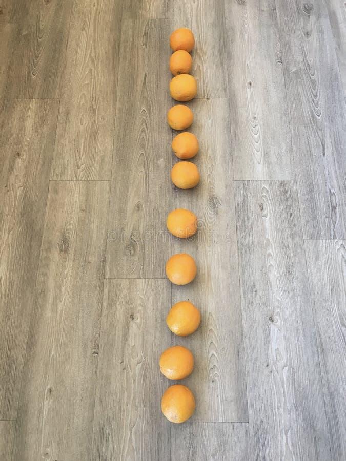 Πορτοκάλια σε μια σειρά στοκ φωτογραφία με δικαίωμα ελεύθερης χρήσης
