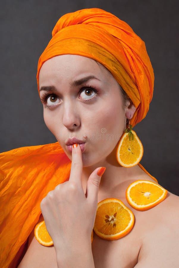 πορτοκάλι κοριτσιών headscarf στοκ φωτογραφία