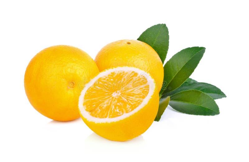Πορτοκάλι, πορτοκάλι που κόβεται σε ένα άσπρο υπόβαθρο στοκ φωτογραφίες