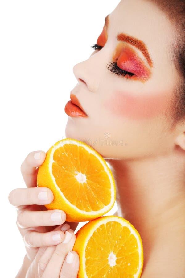 Πορτοκάλι εκμετάλλευσης γυναικών στοκ εικόνα με δικαίωμα ελεύθερης χρήσης