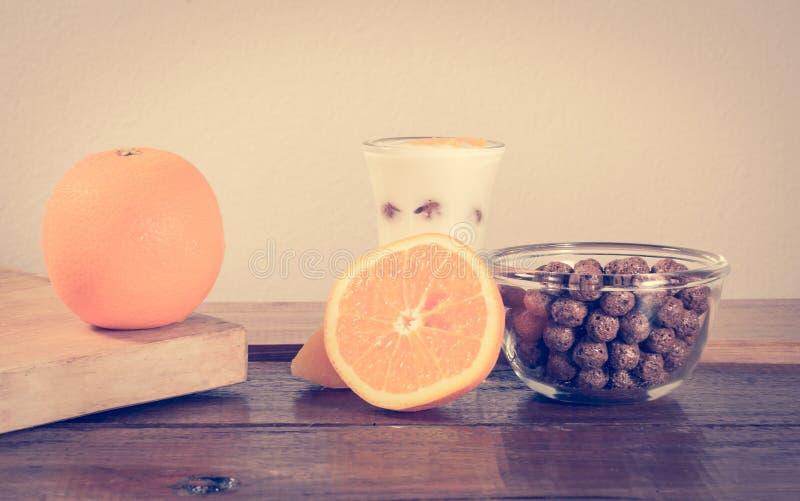 Πορτοκάλι και δημητριακά στοκ φωτογραφία με δικαίωμα ελεύθερης χρήσης