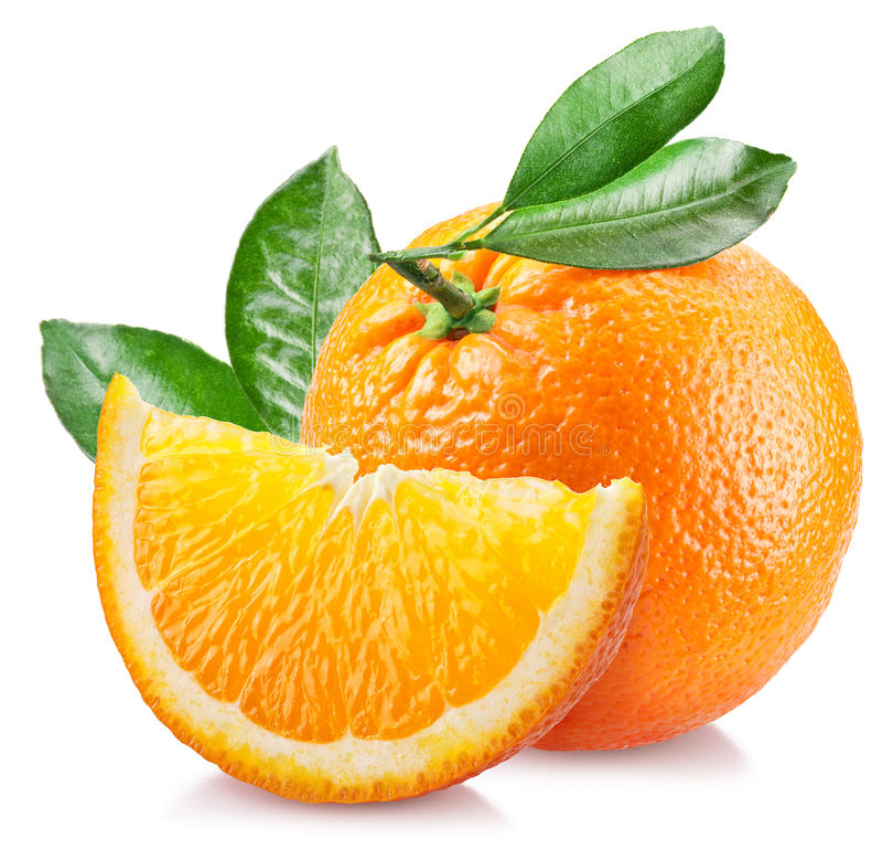 Πορτοκάλι με τα φύλλα πέρα από το λευκό στοκ εικόνες