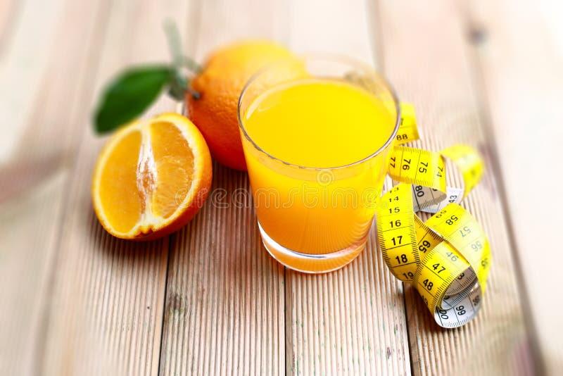 πορτοκάλι που συμπιέζετ& στοκ φωτογραφίες
