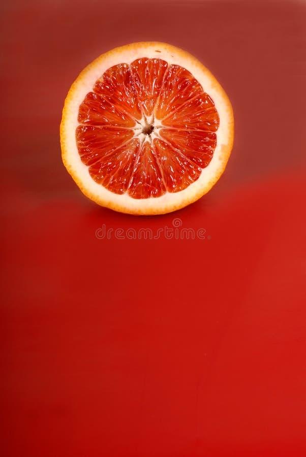 πορτοκαλής αίματος ανασκόπησης juicy κατά το ήμισυ στοκ φωτογραφία