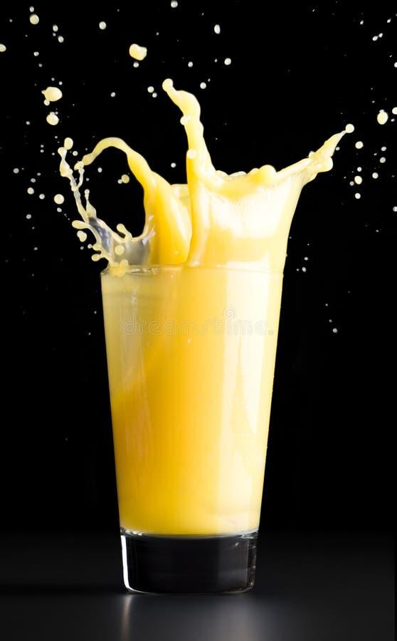 πορτοκαλής παφλασμός χυ στοκ εικόνα