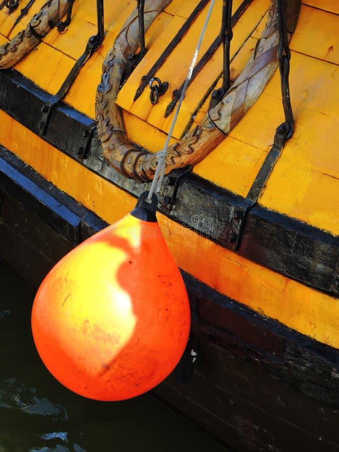 Πορτοκαλής σημαντήρας από την πλευρά σκαφών ναυσιπλοΐας, Λιθουανία στοκ εικόνες