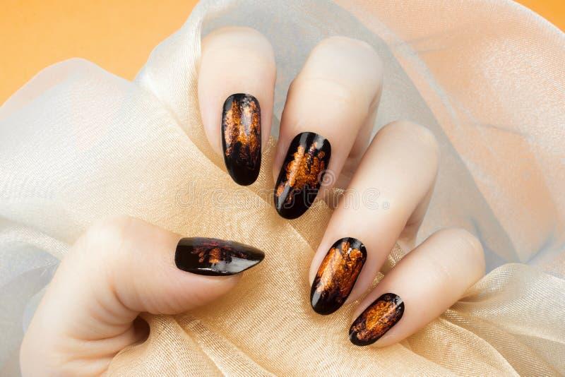 Πορτοκαλί μανικιούρ καρφιών στοκ εικόνες με δικαίωμα ελεύθερης χρήσης