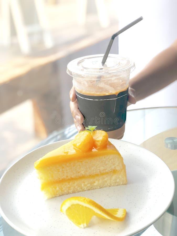 Πορτοκαλί πιάτο κέικ στοκ εικόνες με δικαίωμα ελεύθερης χρήσης