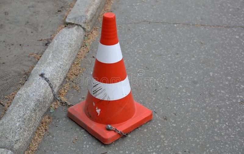 Πορτοκαλί σημάδι οδικών κώνων στοκ εικόνες
