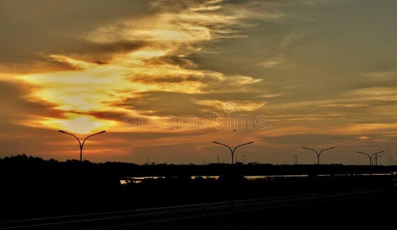 Πορτοκαλί φως του ήλιου φύσης ηλιοβασιλέματος ουρανού στοκ εικόνες