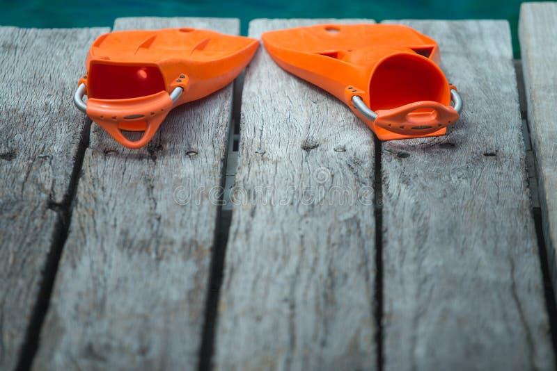Πορτοκαλιά βατραχοπέδιλα για την κατάδυση στοκ φωτογραφίες