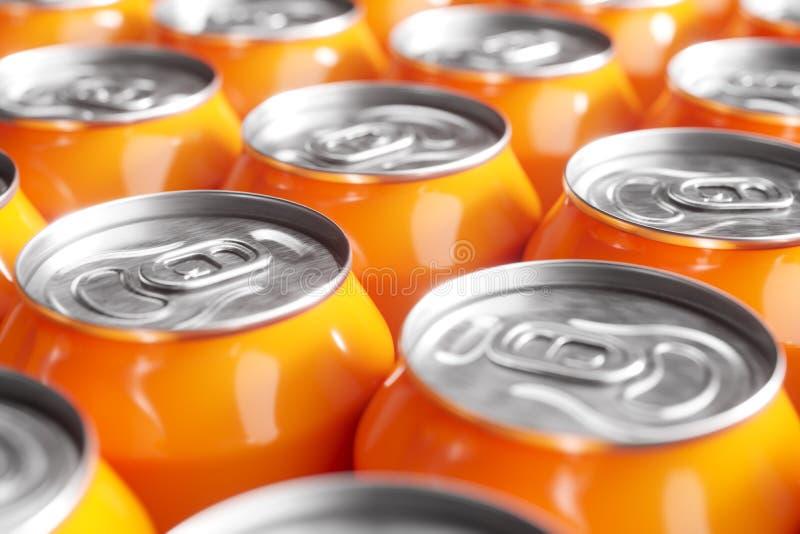Πορτοκαλιά δοχεία μη αλκοολούχων ποτών Μακρο πλάνο στοκ εικόνες με δικαίωμα ελεύθερης χρήσης