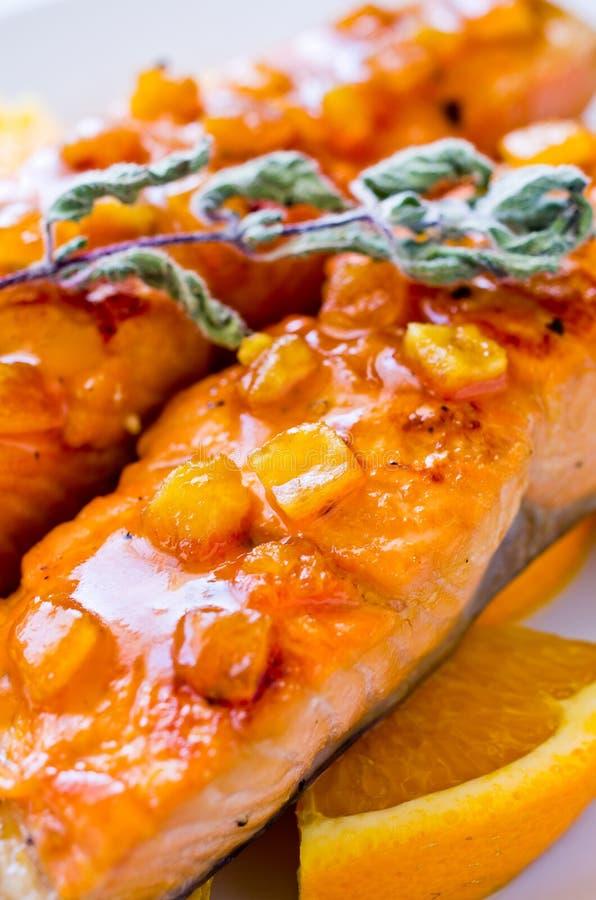 πορτοκαλιά σάλτσα σολομών στοκ εικόνα