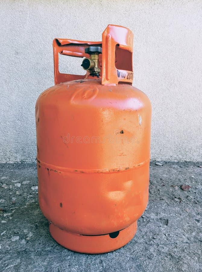 Πορτοκαλιά συσκευασία βουτανίου αερίου στοκ εικόνες με δικαίωμα ελεύθερης χρήσης