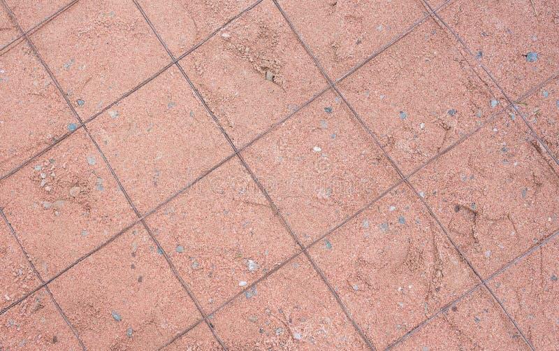 Πορτοκαλής ομαλός άμμου με το κιγκλίδωμα χάλυβα λεπτός-βαθμού στοκ φωτογραφία με δικαίωμα ελεύθερης χρήσης
