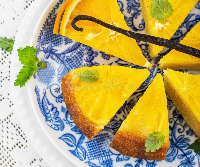 Πορτοκαλί κέικ με τις πορτοκαλιές φέτες στοκ φωτογραφίες με δικαίωμα ελεύθερης χρήσης
