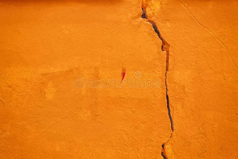 Πορτοκαλί ραγισμένο grunge υπόβαθρο τοίχων στοκ εικόνα