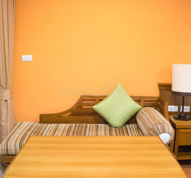 Πορτοκαλί χρώμα του εσωτερικού σχεδίου κρεβατοκάμαρων στοκ εικόνα με δικαίωμα ελεύθερης χρήσης