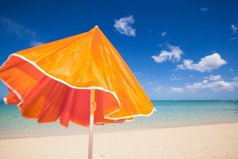 Πορτοκαλί sunshade στον αέρα στοκ εικόνες