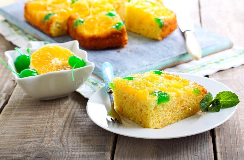 Πορτοκαλιά άνω πλευρά σημείων κερασιών - κάτω από το κέικ στοκ φωτογραφία με δικαίωμα ελεύθερης χρήσης