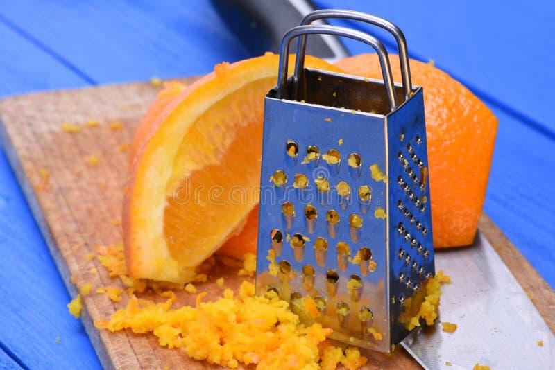 Πορτοκαλιά φρούτα και πορτοκαλιά απόλαυση με τον ξύστη στοκ φωτογραφίες με δικαίωμα ελεύθερης χρήσης