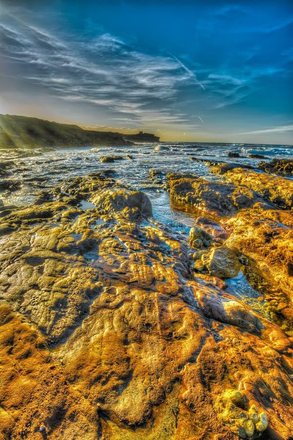 Πορτοκαλιοί βράχοι από την ακτή στη σιδηρο παραλία του Πόρτο στοκ εικόνες με δικαίωμα ελεύθερης χρήσης