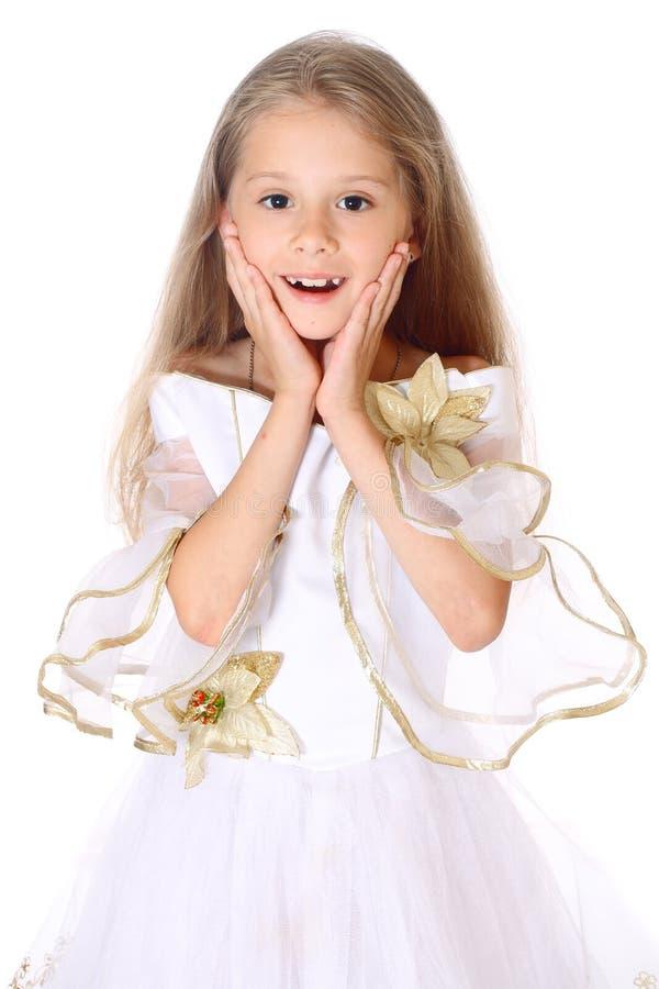 Πορτρέτου να αναρωτηθεί μικρών κοριτσιών που απομονώνεται όμορφο στοκ εικόνες με δικαίωμα ελεύθερης χρήσης