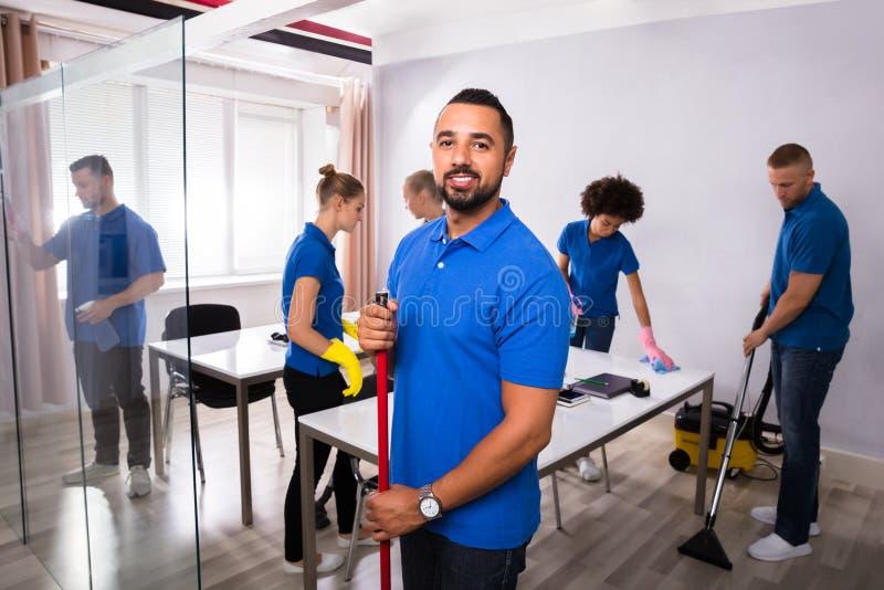 Πορτρέτο αρσενικός Janitor στοκ εικόνα με δικαίωμα ελεύθερης χρήσης