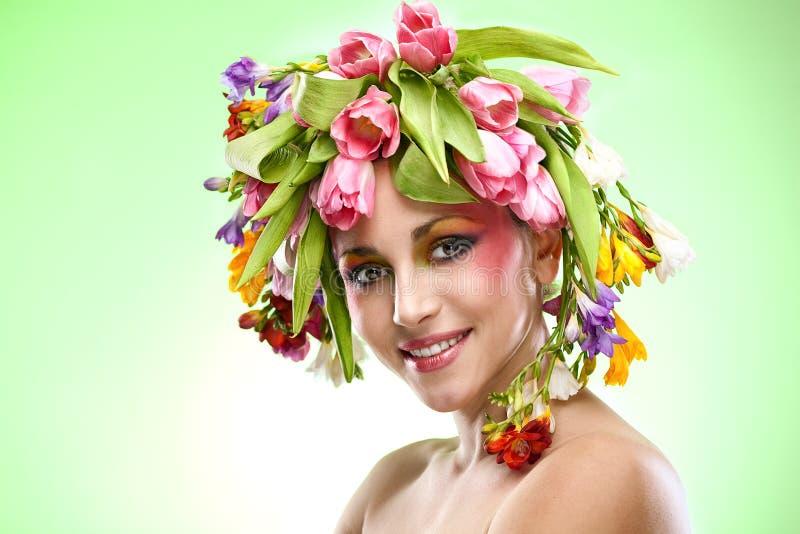 Πορτρέτο γυναικών ομορφιάς με το στεφάνι στοκ εικόνα