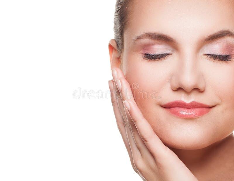 Πορτρέτο γυναικών face spa Όμορφο θηλυκό πρόσωπο που απομονώνεται στοκ φωτογραφία