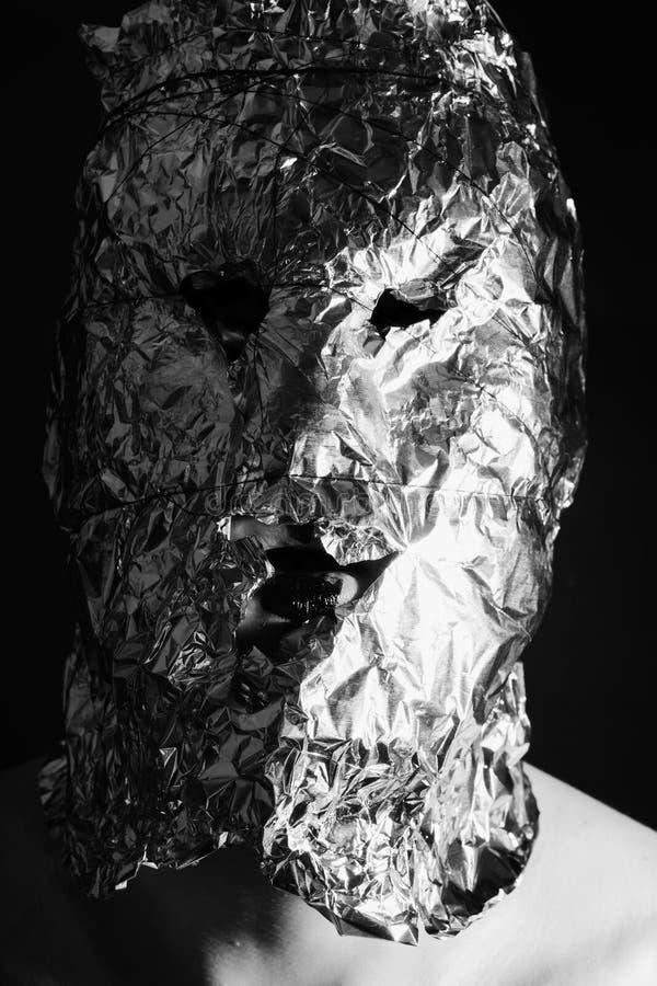 Πορτρέτο ενός ατόμου που ντύνεται στις τρομακτικές μάσκες στοκ φωτογραφίες