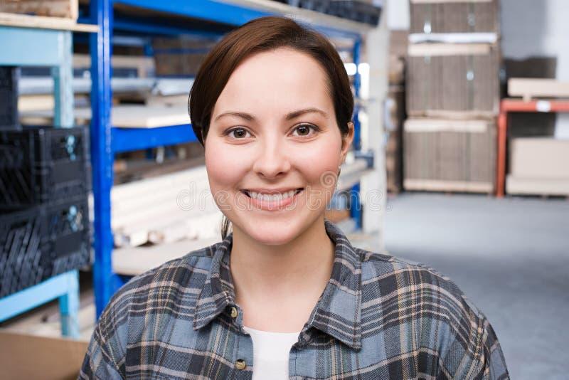 Πορτρέτο ενός εργαζομένου αποθηκών εμπορευμάτων στοκ φωτογραφίες
