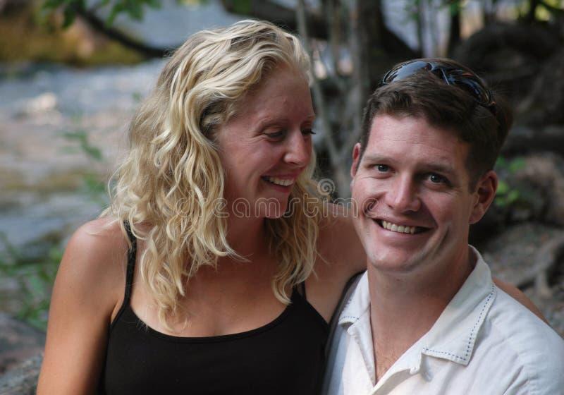 Πορτρέτο ενός ευτυχούς ζεύγους στοκ εικόνες