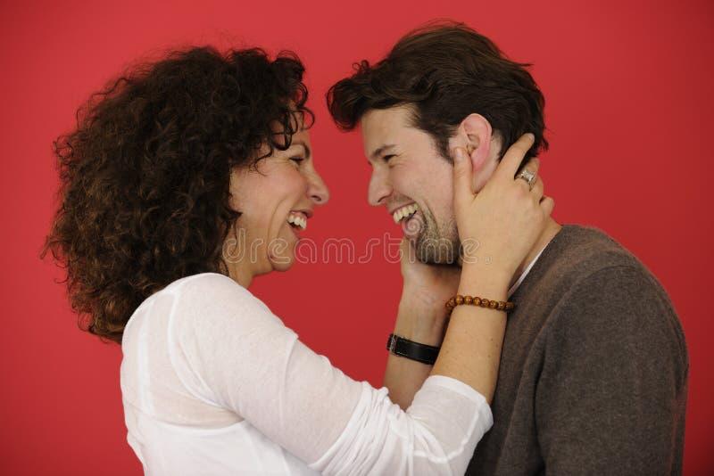 Πορτρέτο ενός ευτυχούς ζεύγους στοκ φωτογραφία με δικαίωμα ελεύθερης χρήσης