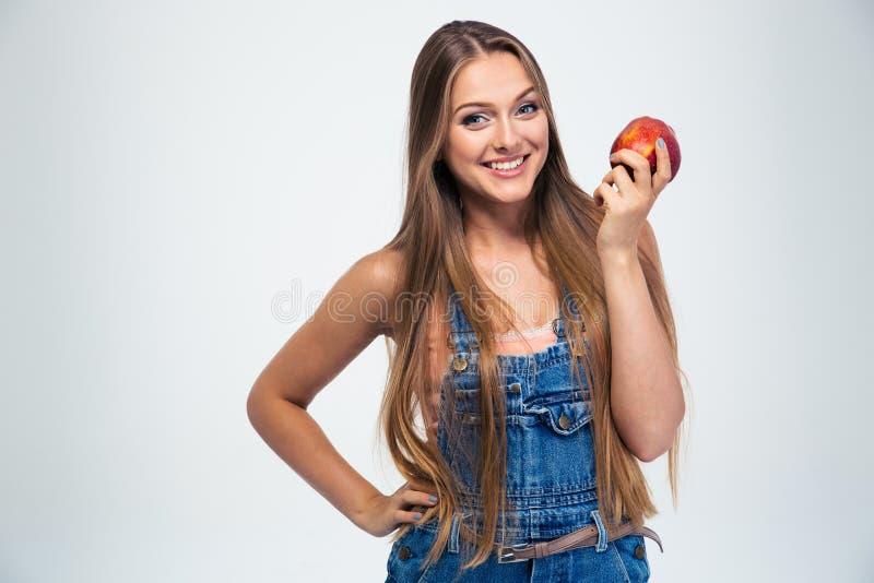 Πορτρέτο ενός ευτυχούς μήλου εκμετάλλευσης νέων κοριτσιών στοκ φωτογραφίες