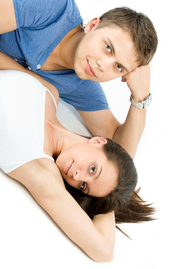 Πορτρέτο ενός ευτυχούς νέου ζεύγους στοκ φωτογραφία