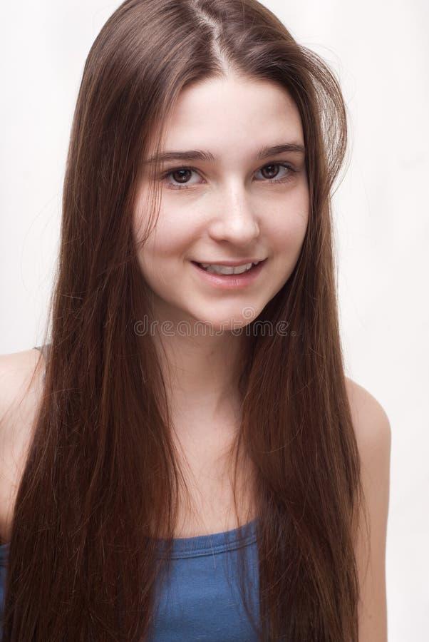 Πορτρέτο ενός εύθυμου κοριτσιού ο στοκ εικόνα με δικαίωμα ελεύθερης χρήσης