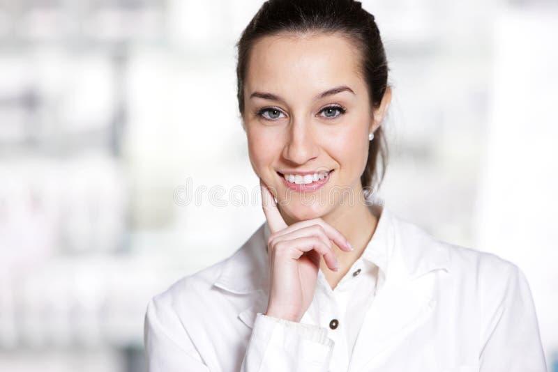 Πορτρέτο ενός θηλυκού φαρμακοποιού στοκ εικόνες με δικαίωμα ελεύθερης χρήσης