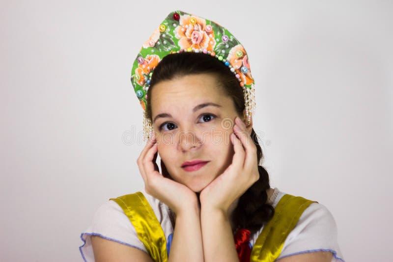 Πορτρέτο ενός κοριτσιού στο kokoshnik στοκ φωτογραφία με δικαίωμα ελεύθερης χρήσης