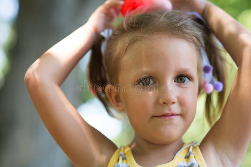 Πορτρέτο ενός κοριτσιού τετράχρονων παιδιών στοκ φωτογραφίες με δικαίωμα ελεύθερης χρήσης